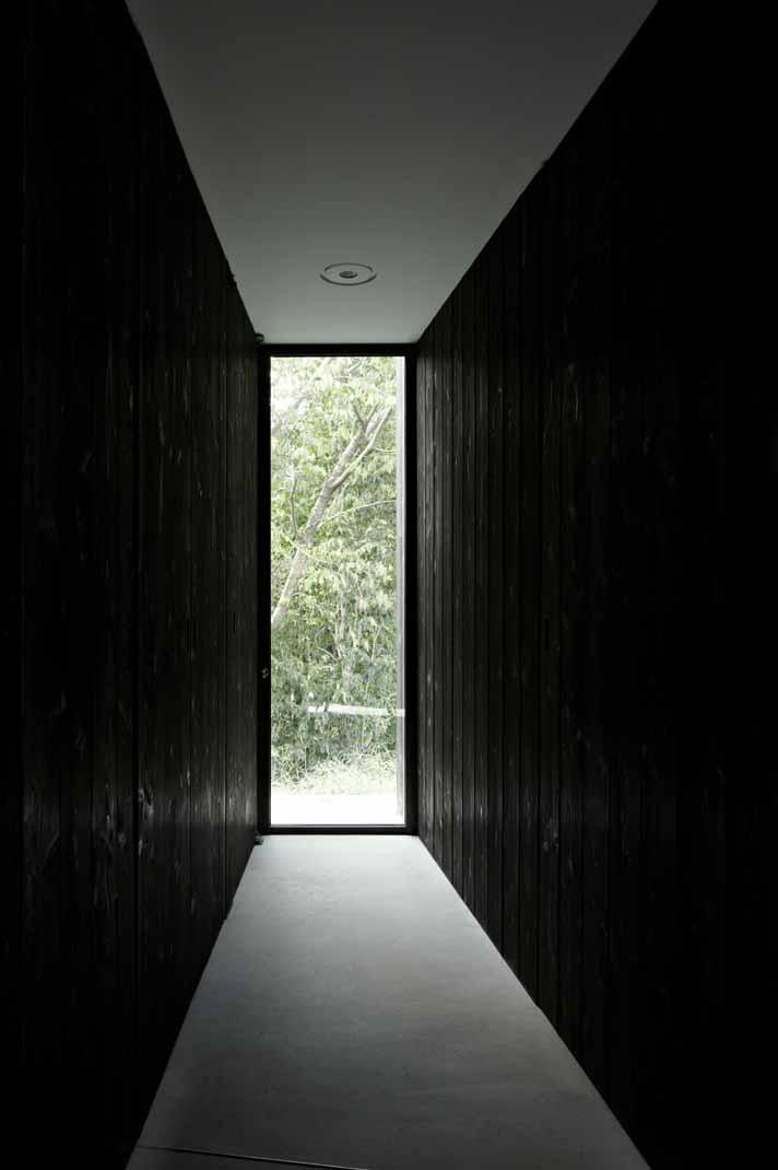 富士見ヶ丘の家の写真 扉の存在を消したすっきりとしたエントランス