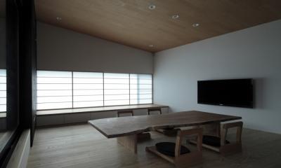 貫井の家 (障子を透過した柔らかい光に包まれる床座の空間)