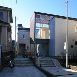 町田M-旗竿の空をみるリビングと緑を臨むインナーテラス