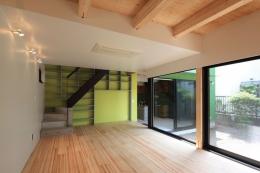 中野M-素材を引き継ぎ、緑に囲まれるお気に入りのカフェ (リビング)