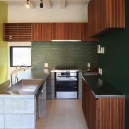 中野M-素材を引き継ぎ、緑に囲まれるお気に入りのカフェ (キッチン)