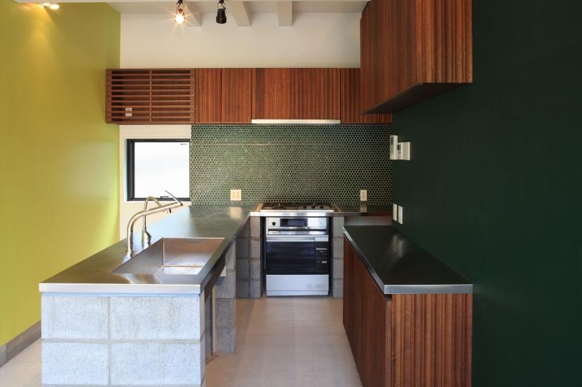建築家:一條美賀 + 一條太郎「中野M-素材を引き継ぎ、緑に囲まれるお気に入りのカフェ」