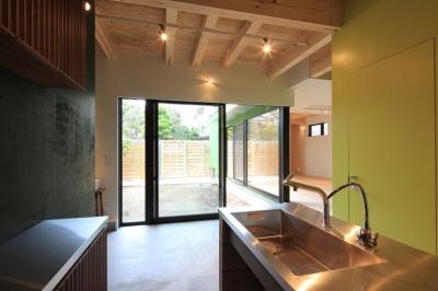 中野M-素材を引き継ぎ、緑に囲まれるお気に入りのカフェ (ダイニング・中庭)