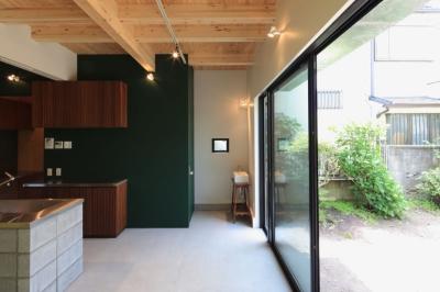 中野M-素材を引き継ぎ、緑に囲まれるお気に入りのカフェ (ダイニング)
