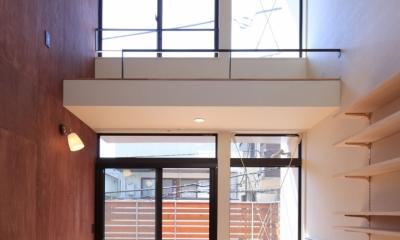 世田谷I-3階建てに5つの庭を取り込み豊かな生活をつくる (リビング)
