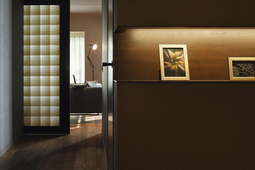 碑文谷・時層の家の部屋 透ける和紙建具のある廊下
