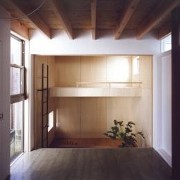 「4-コ ハウス」8坪の小さな家 (1階ホールから子供室を見る)