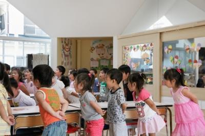 授業の風景 (「こばとこどもえん」子供が楽しい多面体の空間)