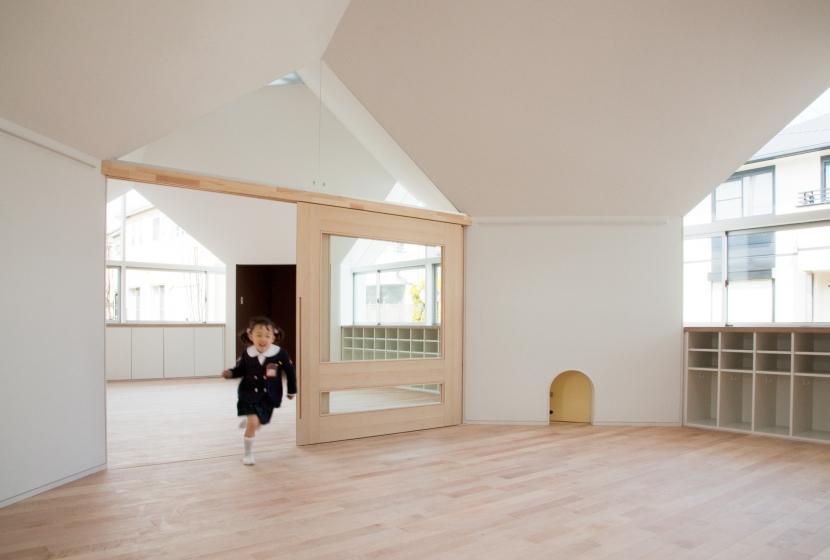 建築家:山崎壮一建築設計事務所「「こばとこどもえん」子供が楽しい多面体の空間」