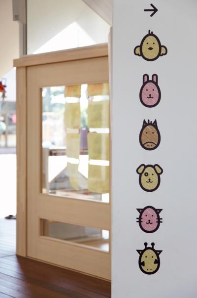 かわいい動物のサイン・保育室の名前 (「こばとこどもえん」子供が楽しい多面体の空間)