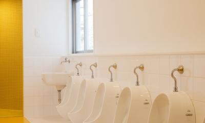 「こばとこどもえん」子供が楽しい多面体の空間 (幼児トイレ)