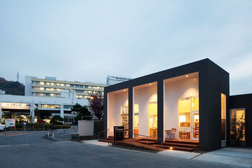 建築家:山崎壮一建築設計事務所「「いわきの薬局」すまいのような居心地の良いインテリアをつくる」