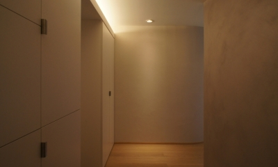 ステージのある家 (玄関)