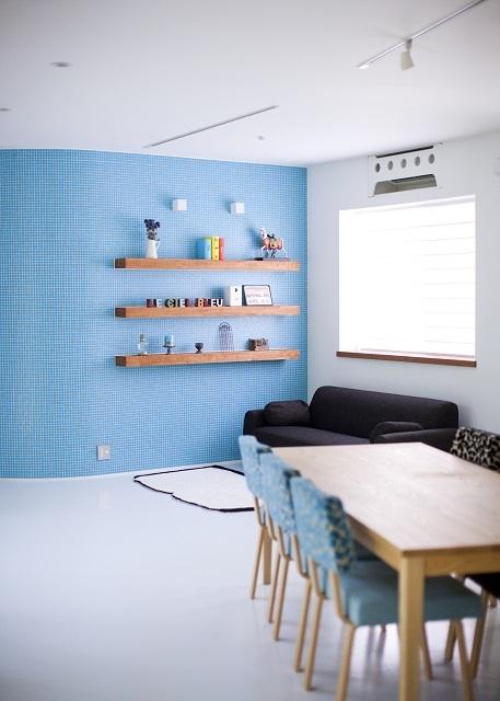 緑のカーテンの家の部屋 リビングダイニング