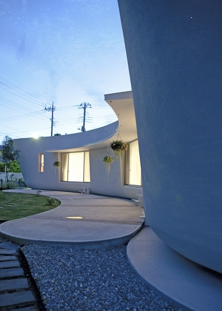 緑のカーテンの家の部屋 庭