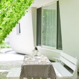 緑のカーテンの家-アウトドアリビング