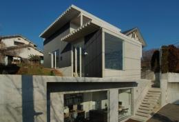 G邸・高台の家 (南東からの外観)