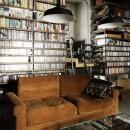 天井までの本棚の裏は秘密のロフト