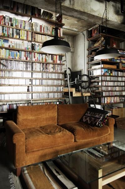 天井までの本棚の裏は秘密のロフト (マンションリノベーション|名古屋市東区K邸)