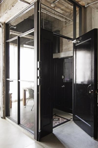 マンションリノベーション|名古屋市東区K邸 (ガラス張りのエントランス)