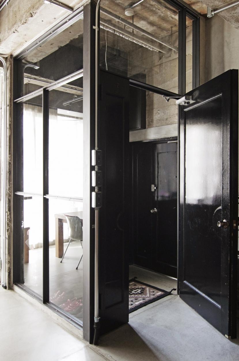 マンションリノベーション|名古屋市東区K邸の部屋 ガラス張りのエントランス