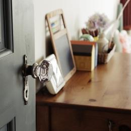 一戸建てリノベーション|名古屋市瑞穂区K邸の写真 キッズルームにはアンティークのドアノブ