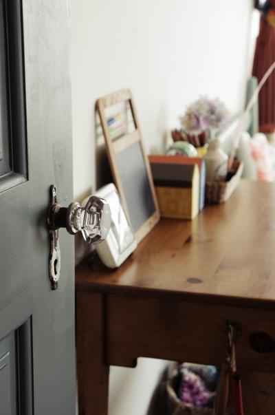 キッズルームにはアンティークのドアノブ (一戸建てリノベーション|名古屋市瑞穂区K邸)