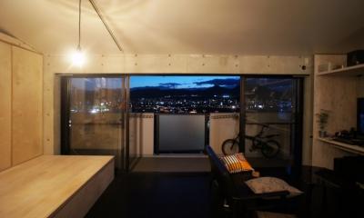 勾配天井の家 -いえづくりワークショップとDIY施工の参加型リノベ- (夜景)