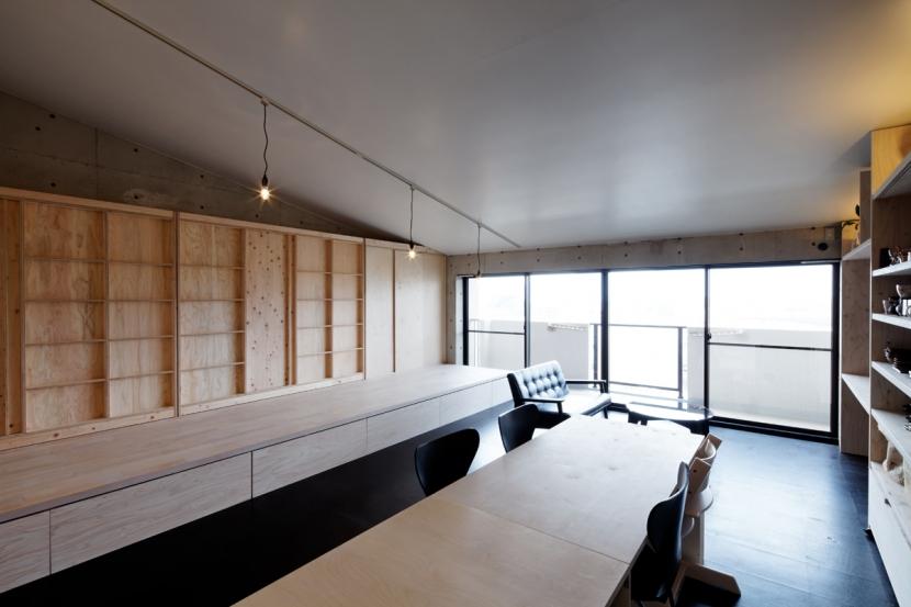 勾配天井の家の部屋 大型サッシ