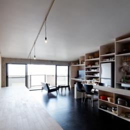 勾配天井の家 -いえづくりワークショップとDIY施工の参加型リノベ- (勾配屋根の家)