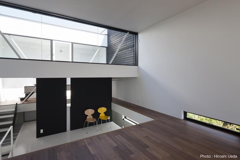 ハコノオウチ03 スモールオフィスのある家の写真 リビングとルーフバルコニー