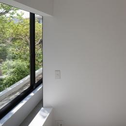ハコノオウチ03 スモールオフィスのある家 (寝室からの借景)