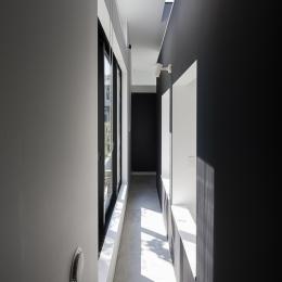 ハコノオウチ03 スモールオフィスのある家 (寝室の外のサンルーム空間)