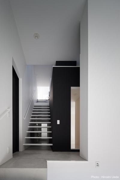 玄関ホール (ハコノオウチ03 スモールオフィスのある家)