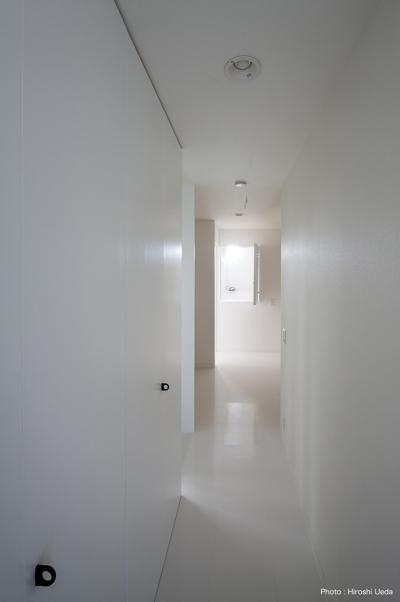 廊下収納 (ハコノオウチ05 ルーフバルコニーのある二世帯住宅)