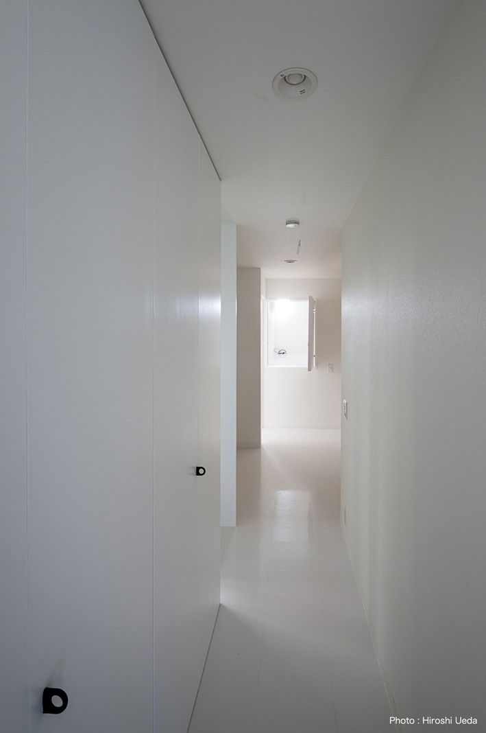 ハコノオウチ05 ルーフバルコニーのある二世帯住宅の写真 廊下収納