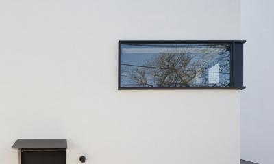 ハコノオウチ05 ルーフバルコニーのある二世帯住宅 (子世帯の玄関)