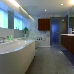 ダブルリビングのある家 (浴室・風呂)