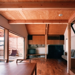 【杉並の家】 木の軸組、縁側空間。日本の住文化を立体展開 (リビングダイニング)
