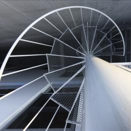 ホワイトベース (螺旋階段)