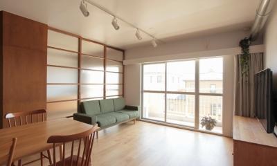 家族の成長とともに変化できる自由な家(武蔵浦和のリノベーション) (リビング)