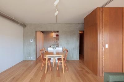 家族の成長とともに変化できる自由な家(武蔵浦和のリノベーション) (ダイニングキッチン)