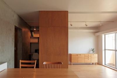 リビング、書斎 (家族の成長とともに変化できる自由な家(武蔵浦和のリノベーション))