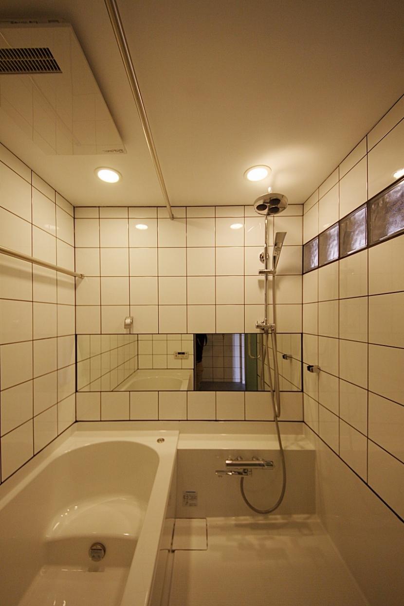 家族の成長とともに変化できる自由な家(武蔵浦和のリノベーション)の部屋 バスルーム