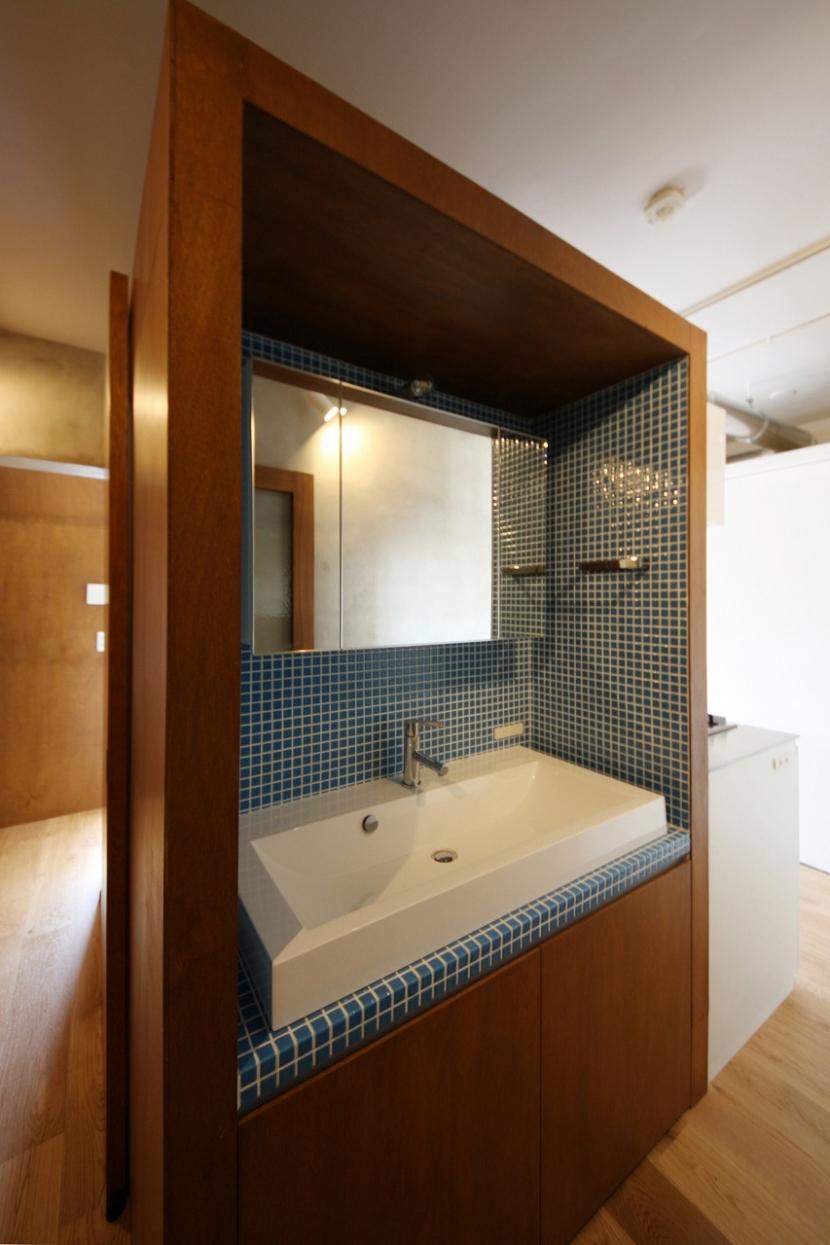 家族の成長とともに変化できる自由な家(武蔵浦和のリノベーション)の部屋 パウダーコーナー