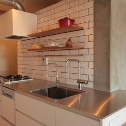 キッチン (家族の成長とともに変化できる自由な家(武蔵浦和のリノベーション))