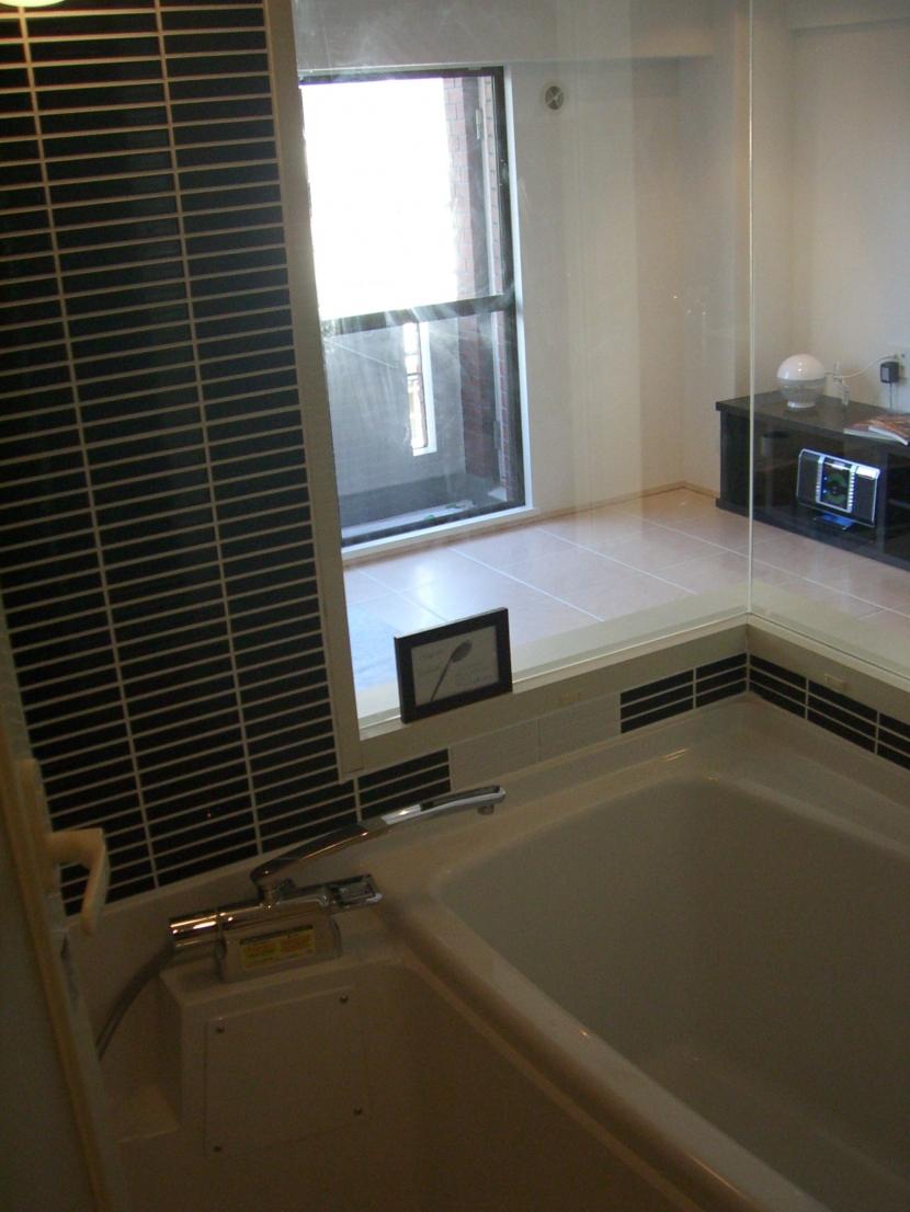 六本木邸の写真 バスルーム窓