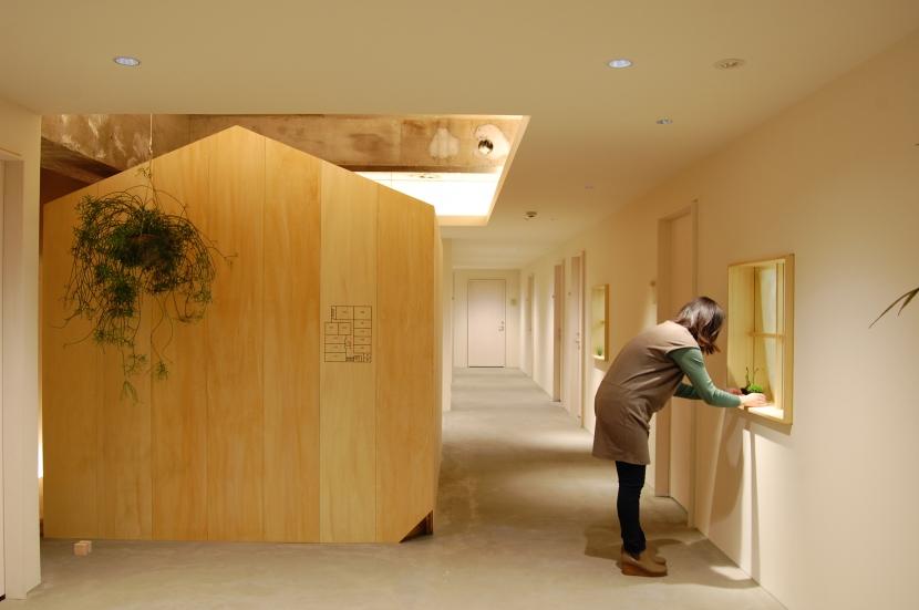 建築家:岩橋 翼「通りの小屋」