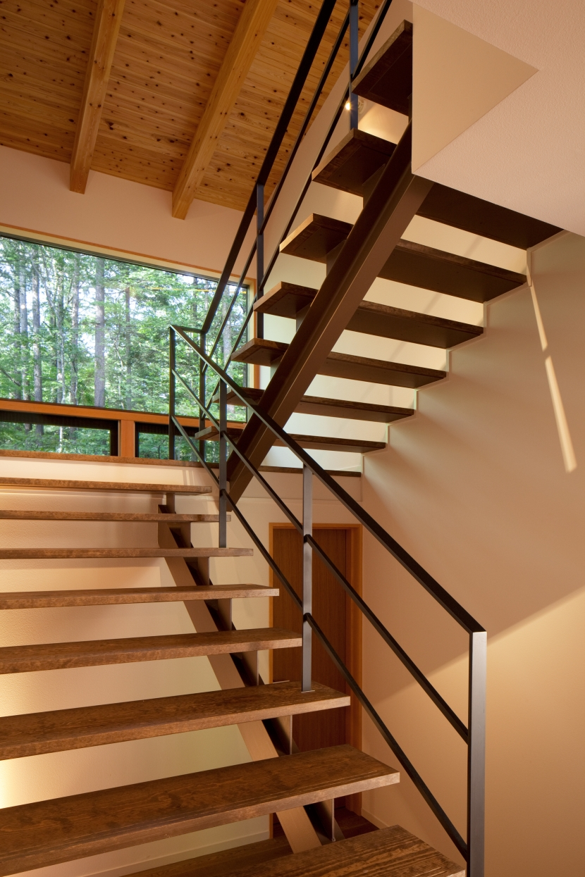 N山荘の部屋 階段