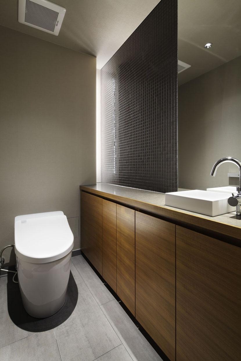 飾れるトイレ碑文谷時層の家 バストイレ事例リノベーション